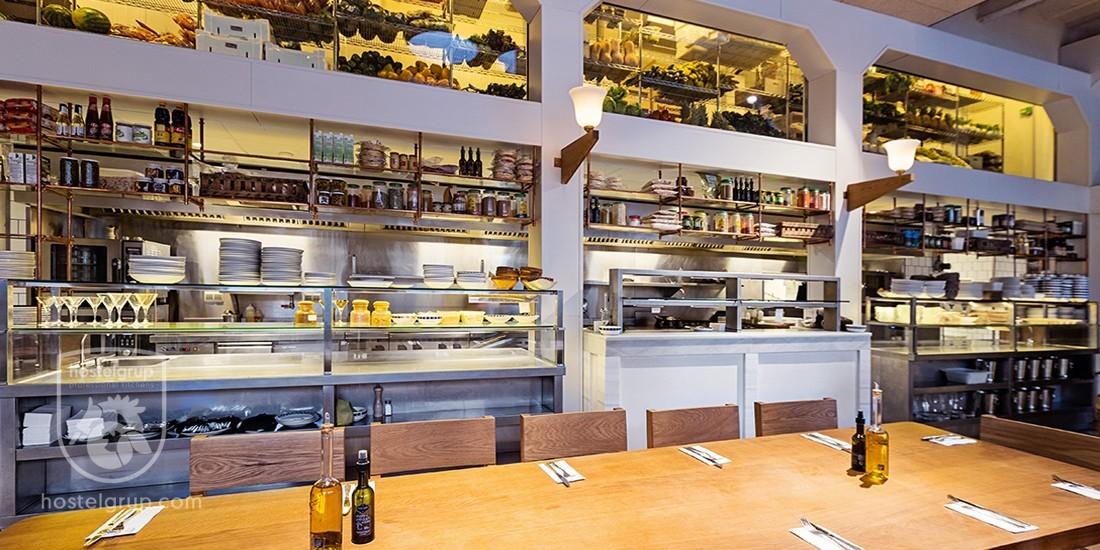 Flax-&-Kale-Restaurant-hostelgrup